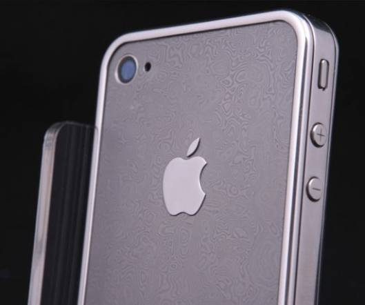 World's first iPhone Damask Edition is decorated with a whole plate of Damascus steel