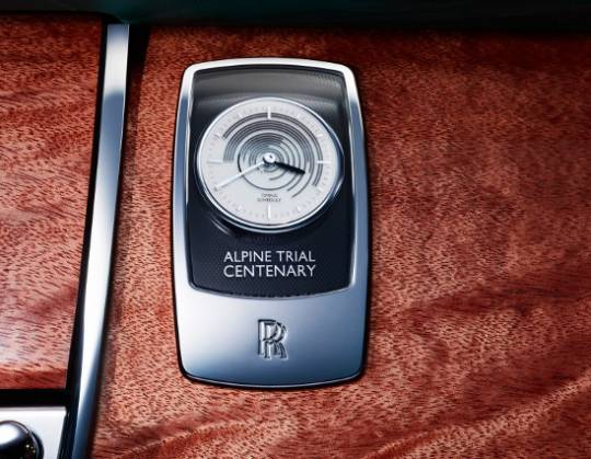 Rolls-Royce Ghost Alpine edition dashboard has an unique clock which speaks of the achievements of the rally in 1913