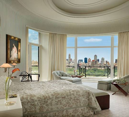 The oval master bedroom
