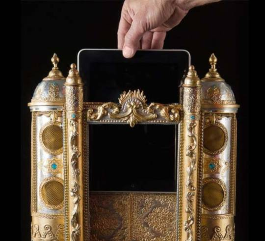 TonSchreine ornate iPad dock a shrine for Apple lovers