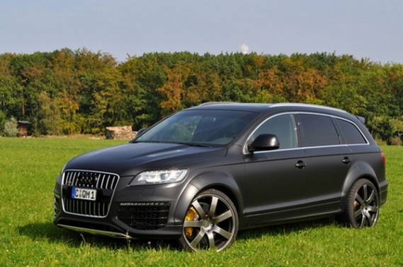 Audi Q7 car - Color: Black  // Description: electric
