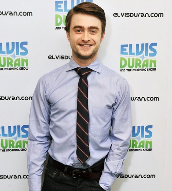 Daniel Radcliffe, popularly known as 'Harry Pooter' of Harry Potter film series was spotted wearing the Black Fleece tie made by Brooks Brothers in the The Elvis Duran Z100 Morning Show in the New Yor