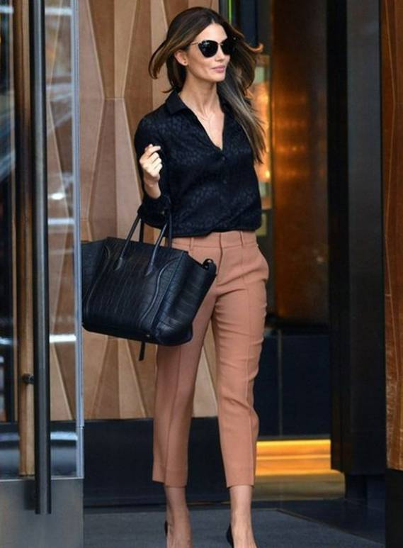 Lily Aldridge was spotted wearing the silk leopard jacquard 70s shirt from Gucci while leaving her New York City Hotel