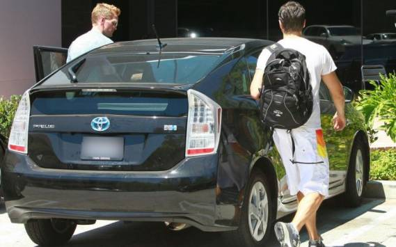 Neil Patrick Harris drives Toyota Prius