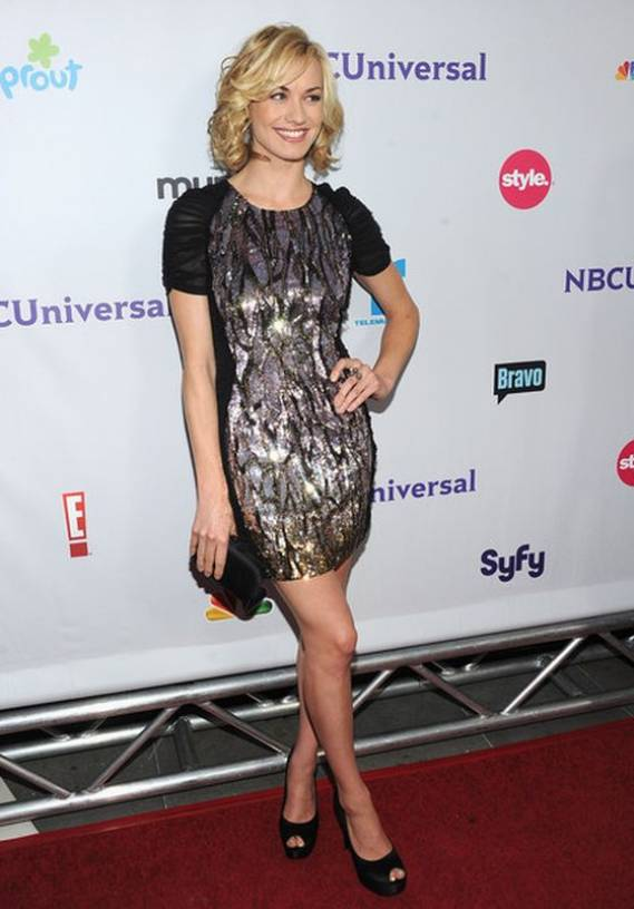 The actress was looking stylish while carrying her satin clutch at the 2011 NBC universal press tour in Los Angeles.