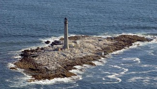 Top bid for tallest New England lighthouse is $78,000