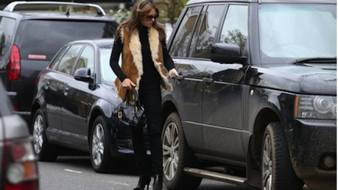 Elizabeth Hurley is often spotted with her black Range Rover in the roadside.