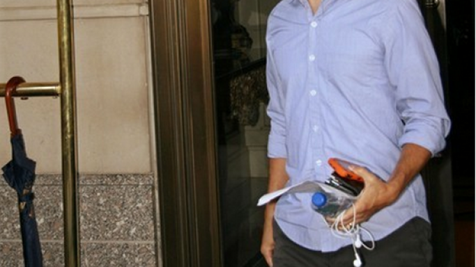 Maguire uses Apple iPod earphones and is frequently seen carrying it.