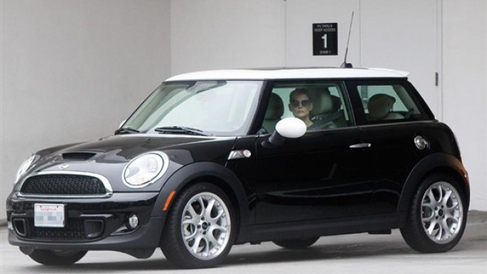Katie Holmes drives Mini Cooper