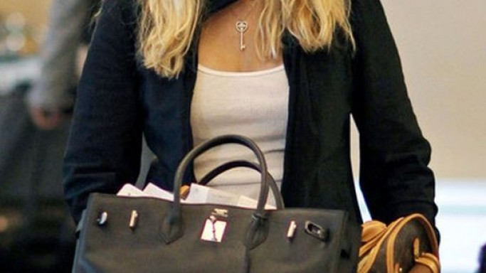 Heather Locklear carried a Louis Vuitton canvas bag