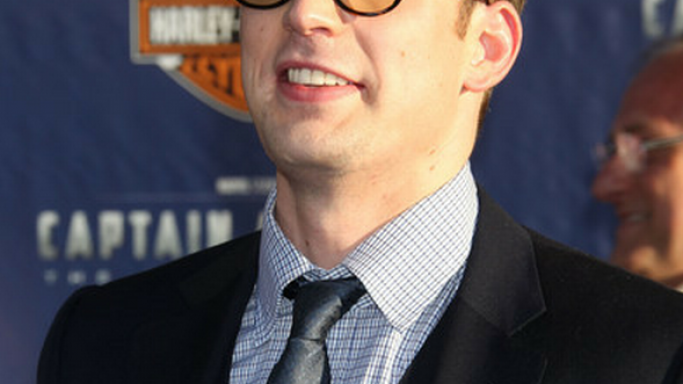 Chris Evans wears the famous Oliver Peoples Sheldrake brand of sunglasses