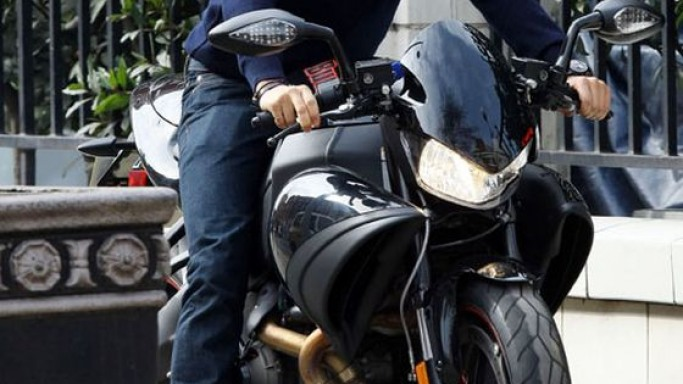 Orlando bloom rides Buell 1125CR