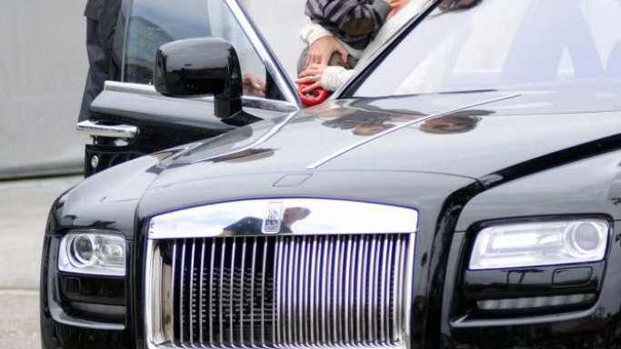 Gisele Budchen drives Rolls Royce Ghost