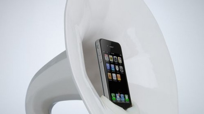 Phonofone III – The sculptural iPod/iPhone dock is here!