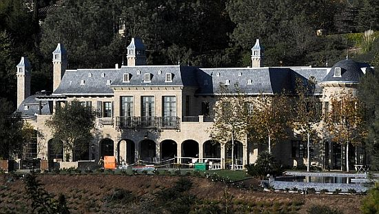 Gisele Bundchen & Tom Brady mansion front view