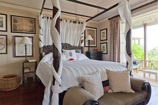 Aurora Villa Bedroom