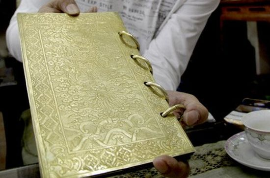 Gold-gilded silver made book is the only Vietnamese book that still exists