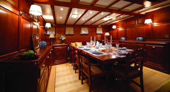The dining hall in Elena yacht