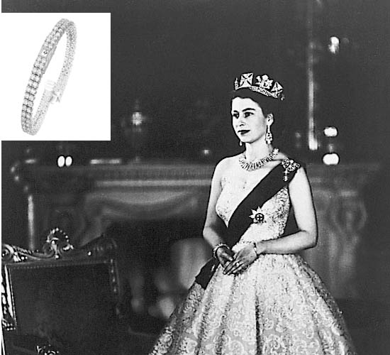 Her Majesty had reportedly worn the same piece at the time of her coronation