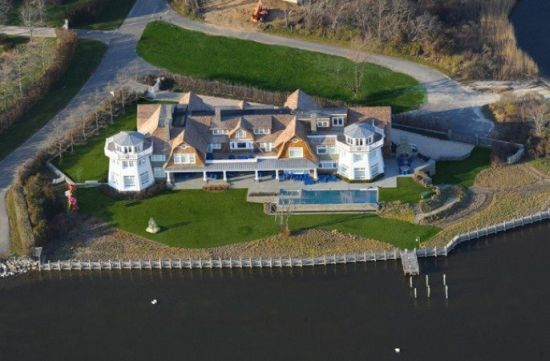 Mecox Bay's Water Mill Estate with its own private island offers listed at $40 Million
