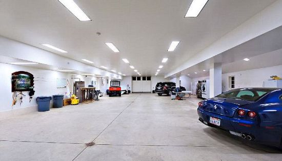 6,700 sq ft car garage