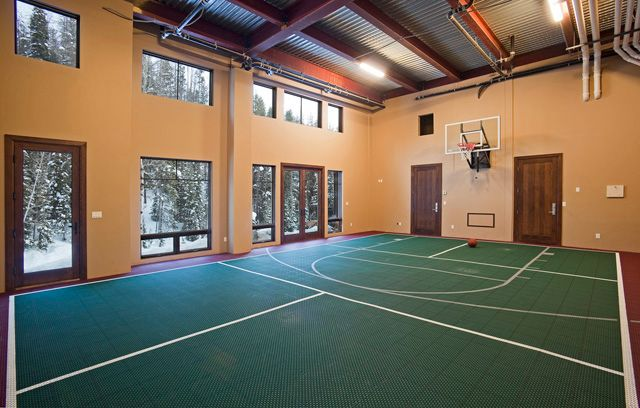 Steamboat springs colorado ski home bornrich for House with indoor basketball court
