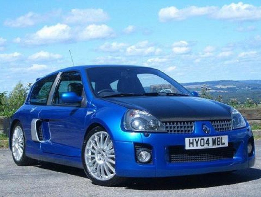 renault sport clio v6 bornrich price features luxury factor engine review top speed. Black Bedroom Furniture Sets. Home Design Ideas