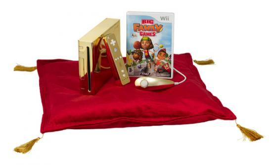 queen gets gold plated wii 3