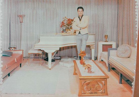 elvis presley white grand piano