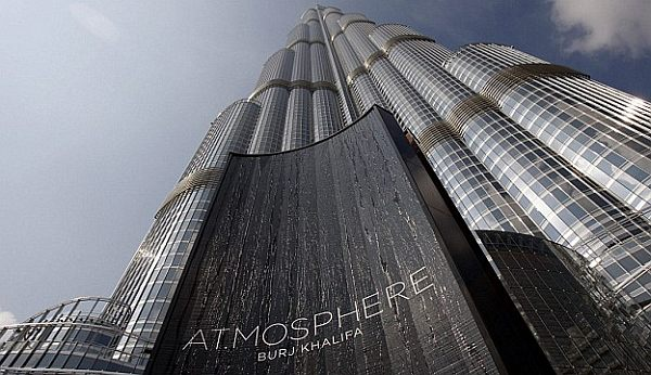 atmosphere burj khalifa in dubai