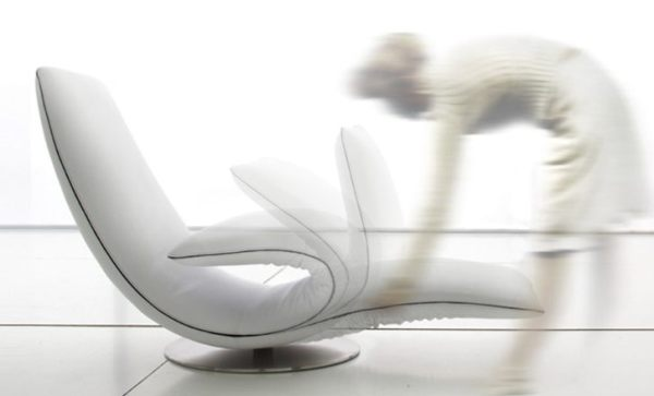 ricciolo kinematic chaise lounge