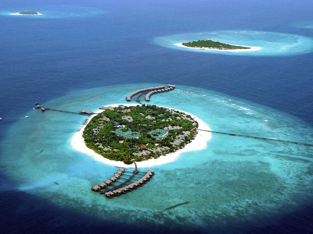 The five most luxurious beaches in the world bornrich for Most luxurious beach resorts in the world